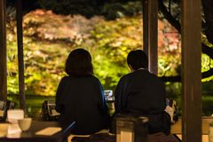 Couple enjoy tea at Mifuneyama Rakuentr royalty free stock photography