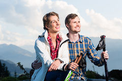 Couple enjoying the alpine mountains Royalty Free Stock Photos