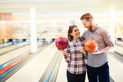 Couple enjoying bowling together Royalty Free Stock Photos