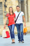 Couple enjoying day out in city Royalty Free Stock Images