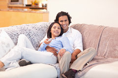 Couple enjoys watching television together Royalty Free Stock Photography