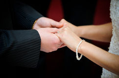 A couple exchange vows Royalty Free Stock Photography