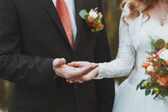 The couple exchange wedding rings Royalty Free Stock Images