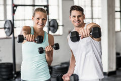 couple exercising with dumbbells in gym Royalty Free Stock Images