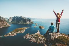 Couple family traveling together on cliff edge in Norway Stock Photography