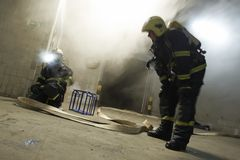 The couple of firemen fighting with the fire Royalty Free Stock Images