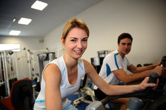 Couple in fitness center Royalty Free Stock Photos