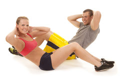 Couple fitness doing crunches Royalty Free Stock Photography