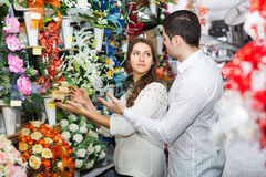Couple in a flower shop Royalty Free Stock Photos