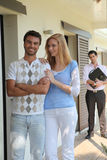 Couple in front of appartment Royalty Free Stock Photography