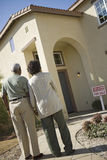 Couple In Front Of House For Sale Royalty Free Stock Image