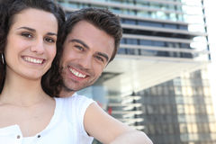 Couple in front of modern building Royalty Free Stock Photos
