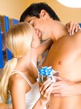 Couple with gift-box Royalty Free Stock Image