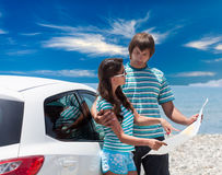 A couple is going on a car trip Royalty Free Stock Photos