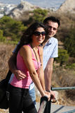 Couple gör sight i Athens Arkivfoto