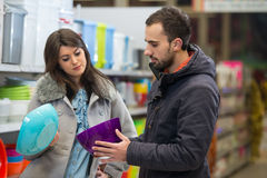 Couple At Groceries Store Royalty Free Stock Photography