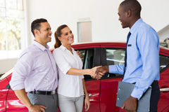 Couple handshake car salesman Royalty Free Stock Photography