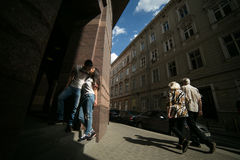 Couple have fun in the city Royalty Free Stock Images