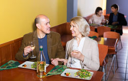 Couple having dinner at restaurant Royalty Free Stock Photos