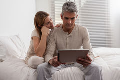 Couple having fun with the ipad Royalty Free Stock Images