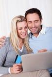 Couple having fun shopping online Royalty Free Stock Photos