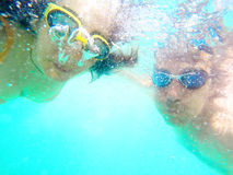 Couple having fun underwater in the sea Royalty Free Stock Photos