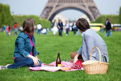 Couple having a picnic near the Eiffel tower Stock Photography
