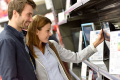 Couple in high-tech department Royalty Free Stock Photo