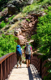 Couple hiking in colorado Royalty Free Stock Photos
