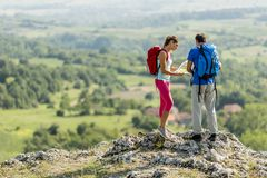 Couple hiking on the mountain Royalty Free Stock Photography