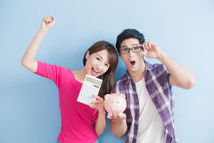 Couple hold pink pig bank Royalty Free Stock Photography
