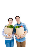 Couple holding grocery bags Royalty Free Stock Photography