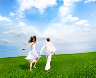 Couple holding hands in a field Royalty Free Stock Photos