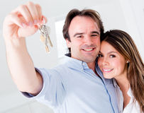 Couple holding keys Royalty Free Stock Images