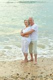 Couple hugging on beach Royalty Free Stock Photos