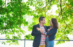 Couple hugging under a tree Royalty Free Stock Images