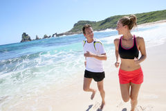 Couple of joggers on the beach Royalty Free Stock Images
