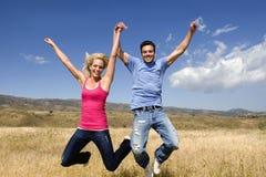 Couple jumping Royalty Free Stock Photos