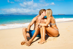 Couple Kissing on Beautiful Beach Royalty Free Stock Photos