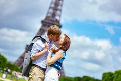 Couple kissing in Paris near the Eiffel tower Stock Photography