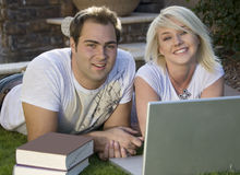 Couple with laptop computer 2 Royalty Free Stock Photos