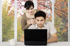 Couple with laptop on table Royalty Free Stock Photography