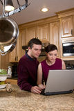 Couple with Laptop - Vertical Royalty Free Stock Photos