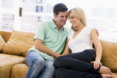 Couple in living room smiling Royalty Free Stock Photos
