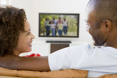 Couple in living room watching television Royalty Free Stock Photos