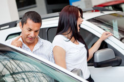 Couple looking at cars Royalty Free Stock Photos