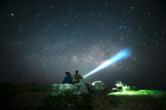 Couple looking at the Milky Way stars Royalty Free Stock Photography