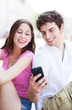 Couple looking at mobile phone Royalty Free Stock Photography