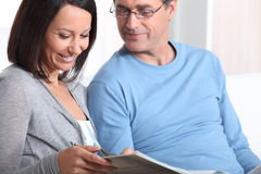 Couple looking at photos Royalty Free Stock Images
