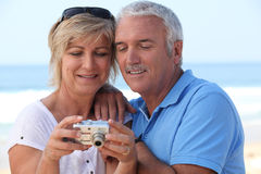 Couple looking at the photos Royalty Free Stock Photography